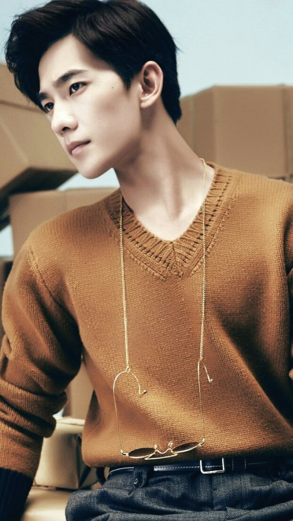QQ男生背景皮肤 高度决定了冷酷图片