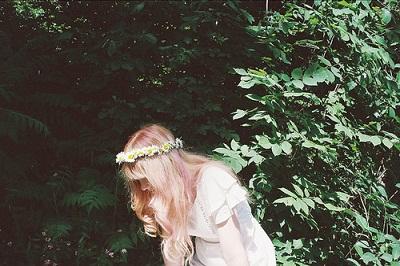 踩着高跟鞋我是女王 青涩校服ん 白色婚纱ん 所谓姐妹 所谓闺蜜 短发